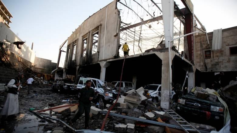 Υεμένη: Περισσότεροι από 100 οι νεκροί από βομβαρδισμούς σε χώρο κηδείας