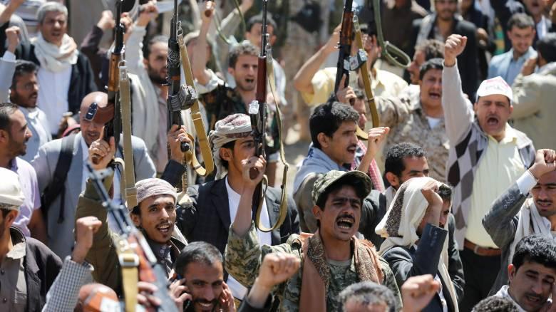 Υεμένη: Διαδήλωση ενόπλων μετά τη φονική επίθεση με τους 140 νεκρούς