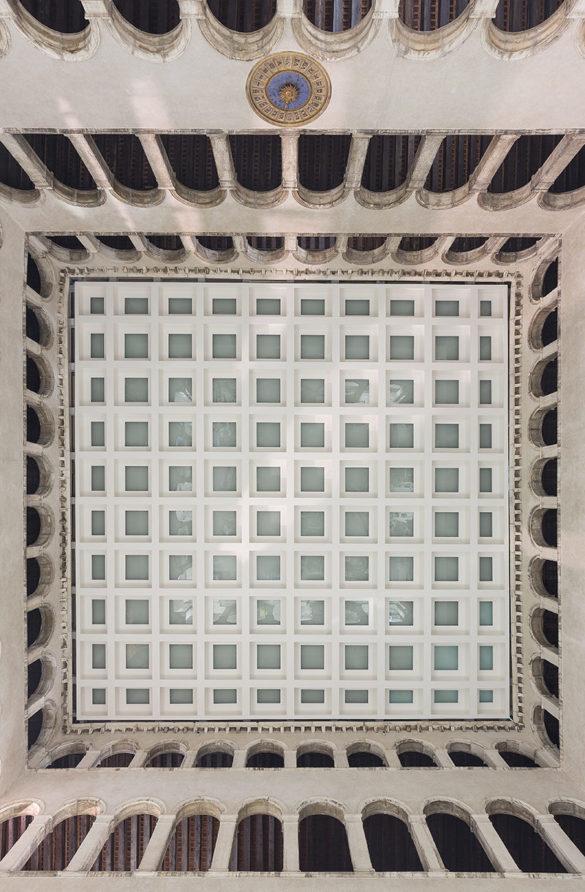 Ceiling of T Fondaco Photo by Delfino Sisto Legnani and Marco Cappelletti OMA e147326696