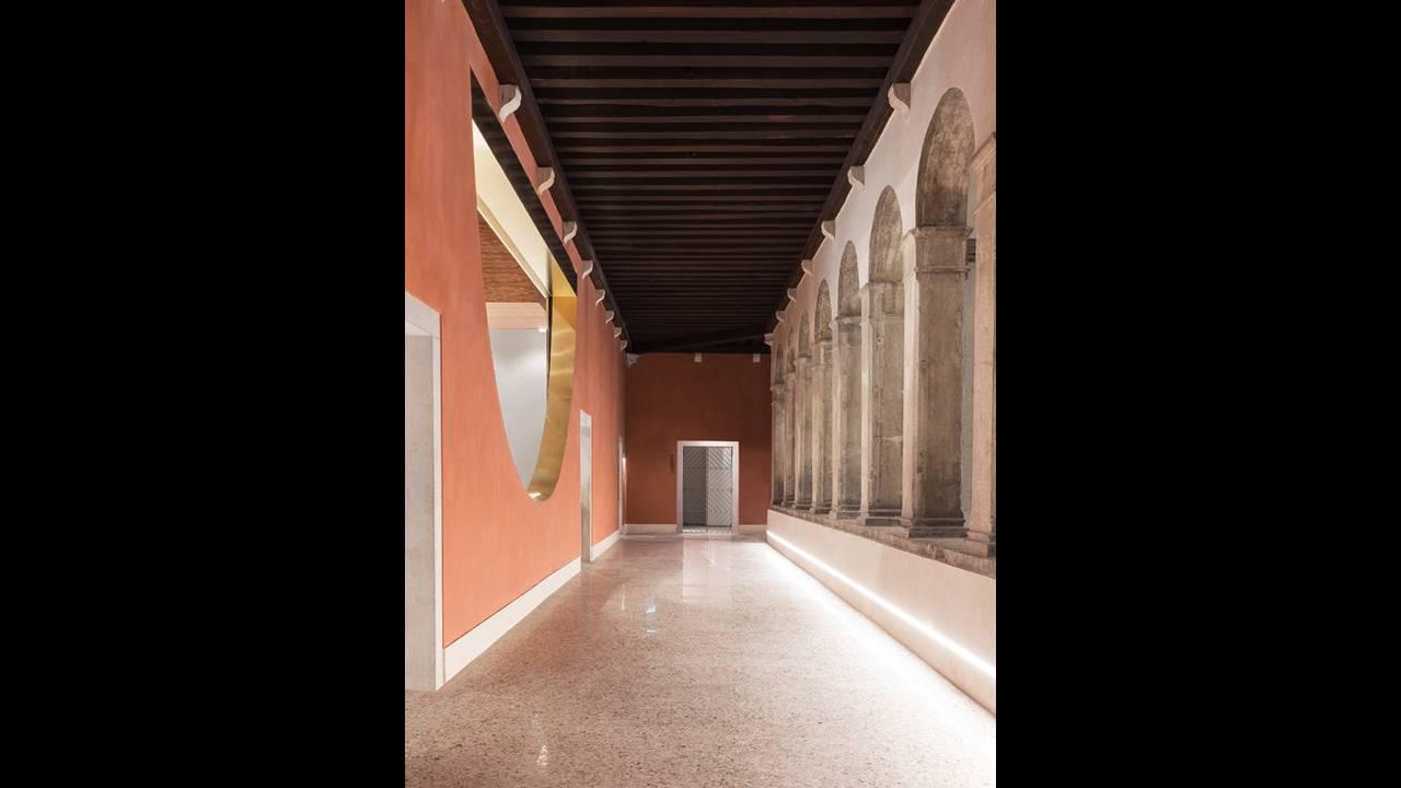 https://cdn.cnngreece.gr/media/news/2016/10/10/49705/photos/snapshot/Corridor-02-Photo-by-Delfino-Sisto-Legnani-and-Marco-Cappelletti--Dfs-Group-585x780.jpg
