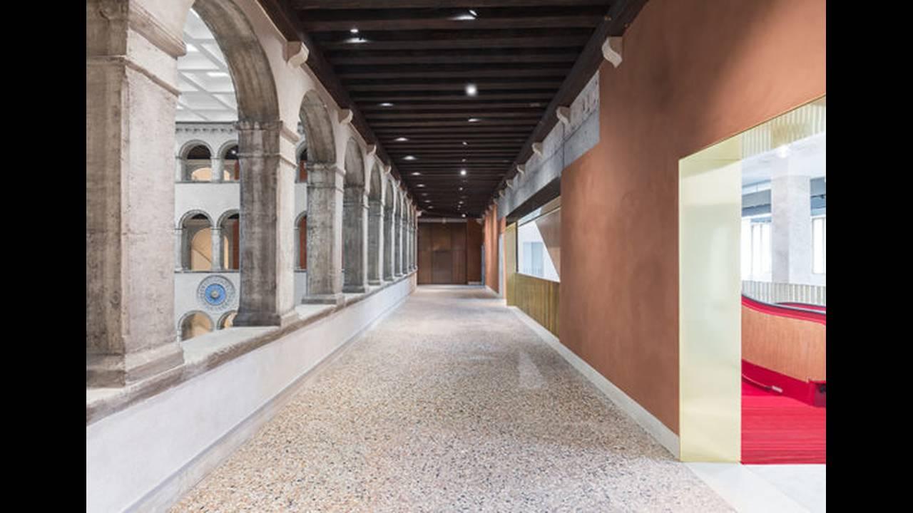 https://cdn.cnngreece.gr/media/news/2016/10/10/49705/photos/snapshot/Corridor-Photo-by-Delfino-Sisto-Legnani-and-Marco-Cappelletti--OMA-585x406.jpg