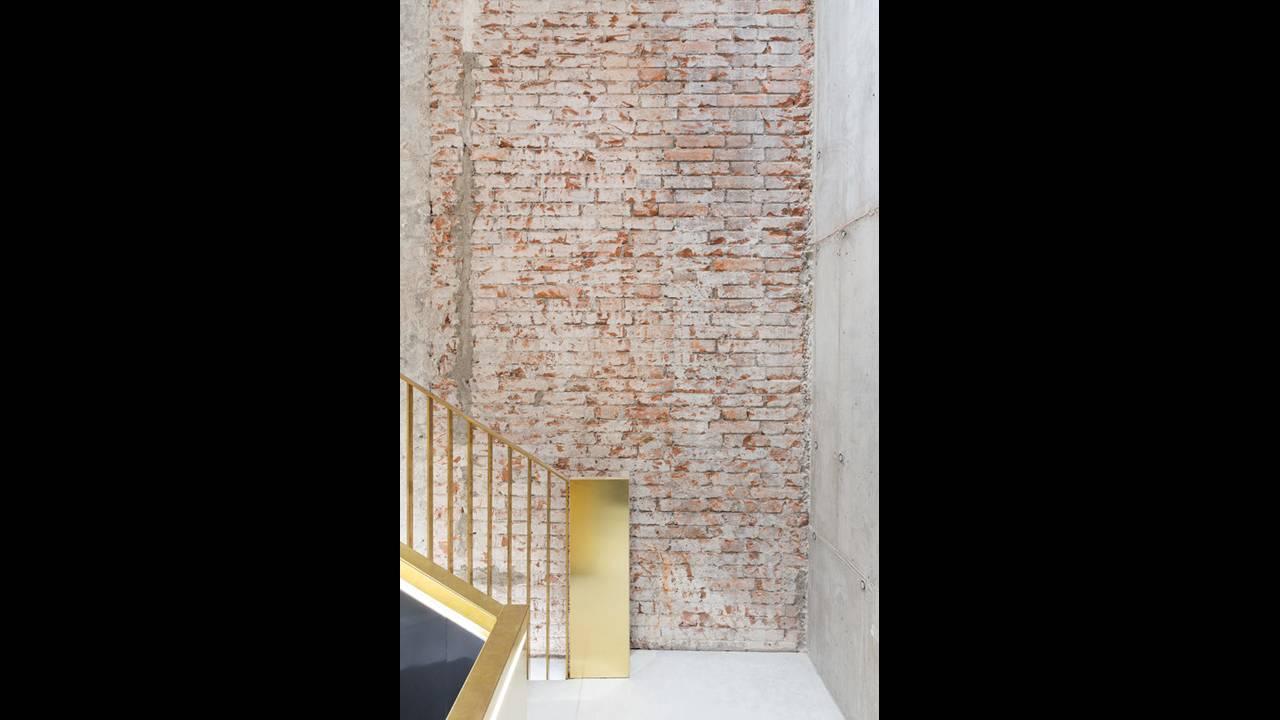 https://cdn.cnngreece.gr/media/news/2016/10/10/49705/photos/snapshot/Staircase-03-Photo-by-Delfino-Sisto-Legnani-and-Marco-Cappelletti--Dfs-Group-585x878.jpg