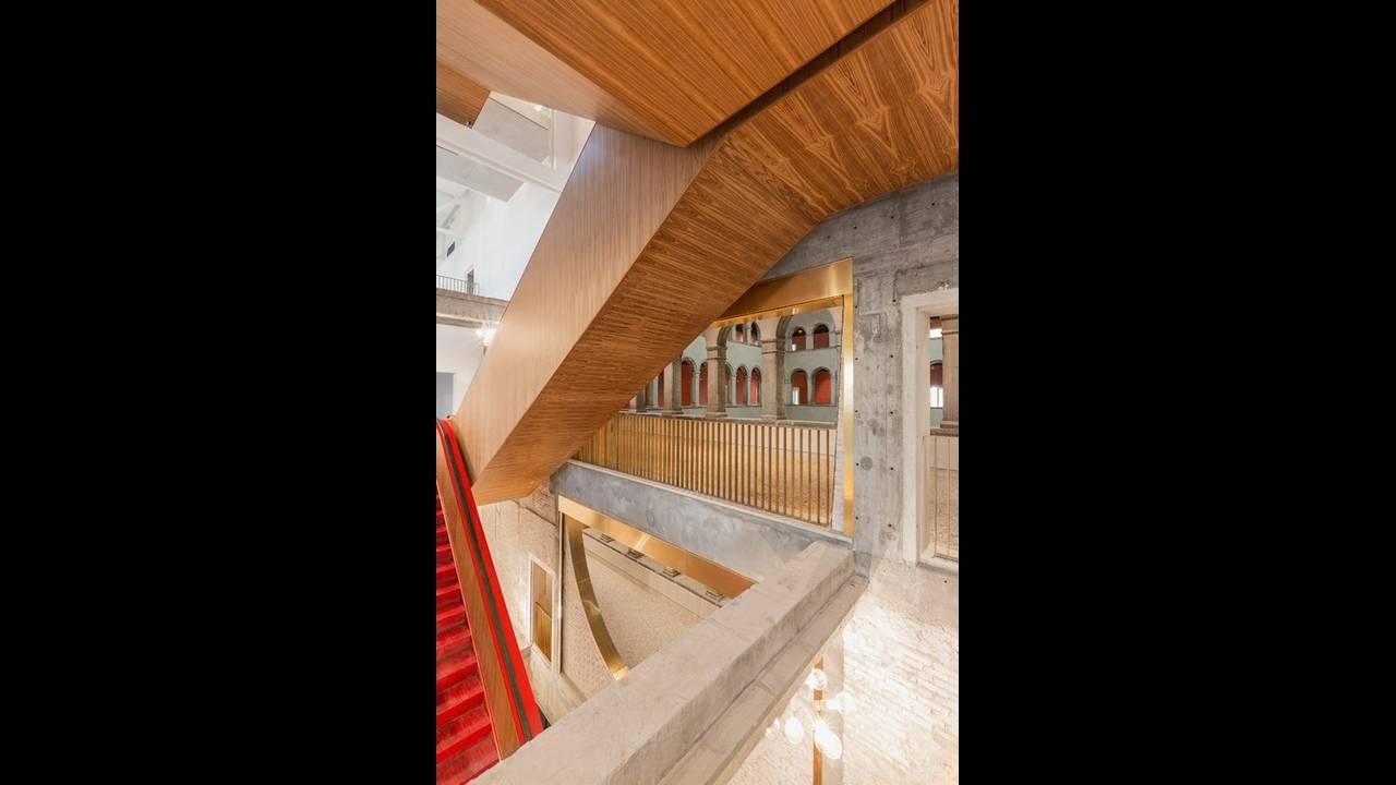 https://cdn.cnngreece.gr/media/news/2016/10/10/49705/photos/snapshot/Staircase-Photo-by-Delfino-Sisto-Legnani-and-Marco-Cappelletti--OMA-585x878.jpg