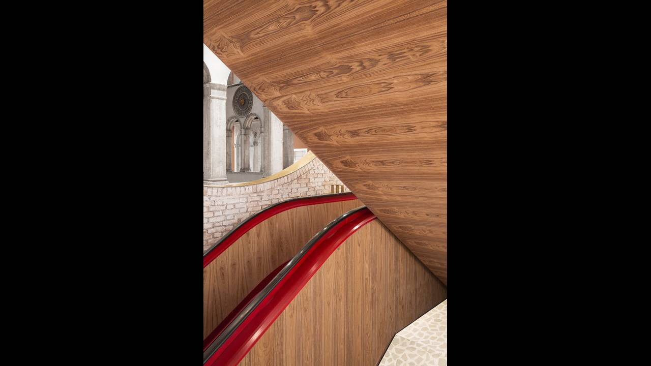 https://cdn.cnngreece.gr/media/news/2016/10/10/49705/photos/snapshot/Staircase-detail-Photo-by-Delfino-Sisto-Legnani-and-Marco-Cappelletti--Dfs-Group-585x878.jpg