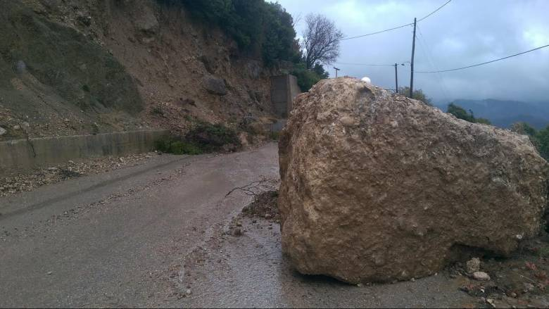 Κατολισθήσεις από την κακοκαιρία στην Κέρκυρα - Σε επιφυλακή η Πάτρα