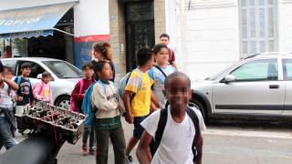 Θερμό καλωσόρισμα προσφυγόπουλων σε σχολείο από Έλληνες μαθητές