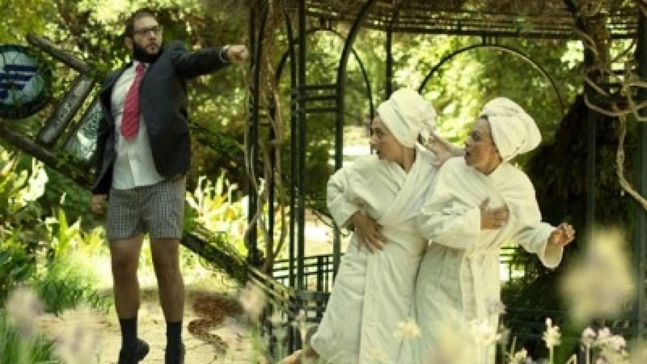 Λευκή αναπηρία και μαύρο χιούμορ - Γύρισε πίσω της Χριστίνας Σαμπανίκου στο θέατρο «Άβατον»
