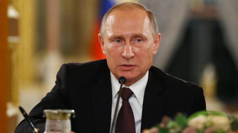Ο Πούτιν ανέβαλε την επίσκεψή του στο Παρίσι
