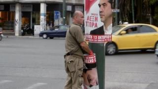 Κόντρα Γεωργιάδη-Καραμέρου στο Twitter για τις αφίσες του Τσίπρα