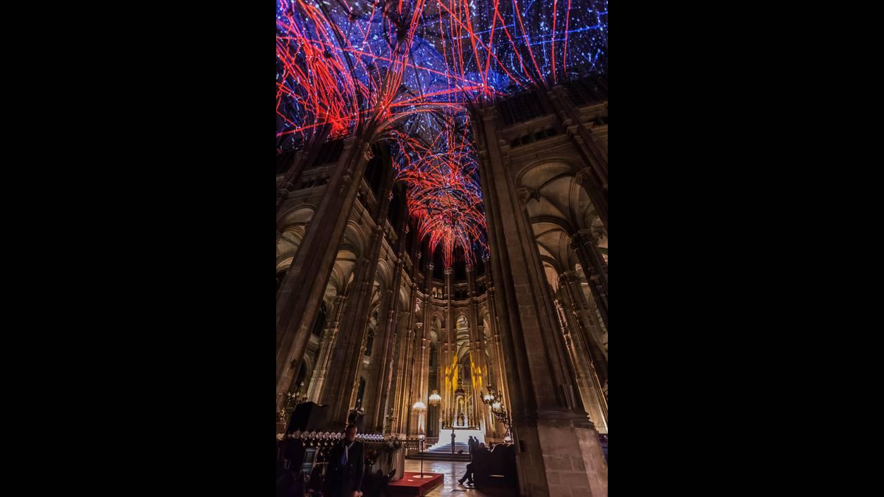 https://cdn.cnngreece.gr/media/news/2016/10/12/49998/photos/snapshot/voutes-celestes-2016-miguel-chevalier-paris-6.jpg
