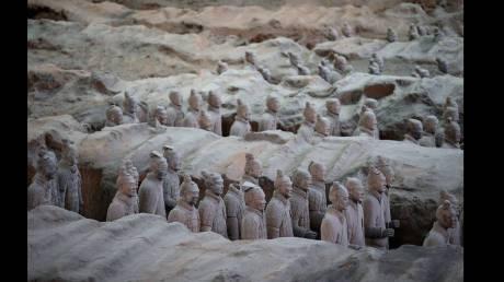Η αρχαιολόγος Λι Σιουζέν μιλάει για την ελληνική επιρροή στα αγάλματα του Πήλινου Στρατού