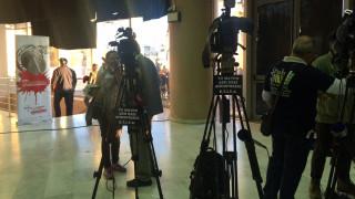 Διαμαρτυρία εργαζομένων τηλεοπτικών σταθμών μέσα στο συνέδριο του ΣΥΡΙΖΑ