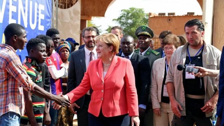 Στην Αφρική στρέφεται η Μέρκελ για την αντιμετώπιση του μεταναστευτικού