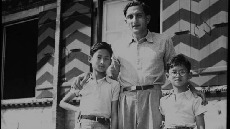 Κλέων Σεραϊδάρης: Ο Έλληνας που ανέδειξε τα ταλέντα του βασιλιά Bhumibol της Ταϊλάνδης