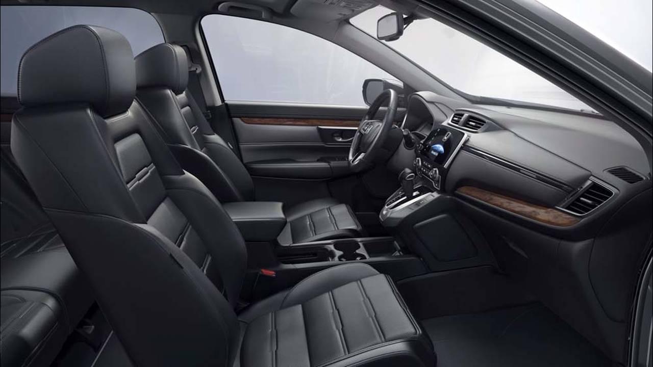 https://cdn.cnngreece.gr/media/news/2016/10/15/50446/photos/snapshot/2017-Honda-CR-V-8.jpg