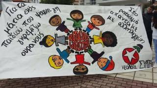 Το πανό της Νεολαίας ΣΥΡΙΖΑ που εξόργισε τους Active Member