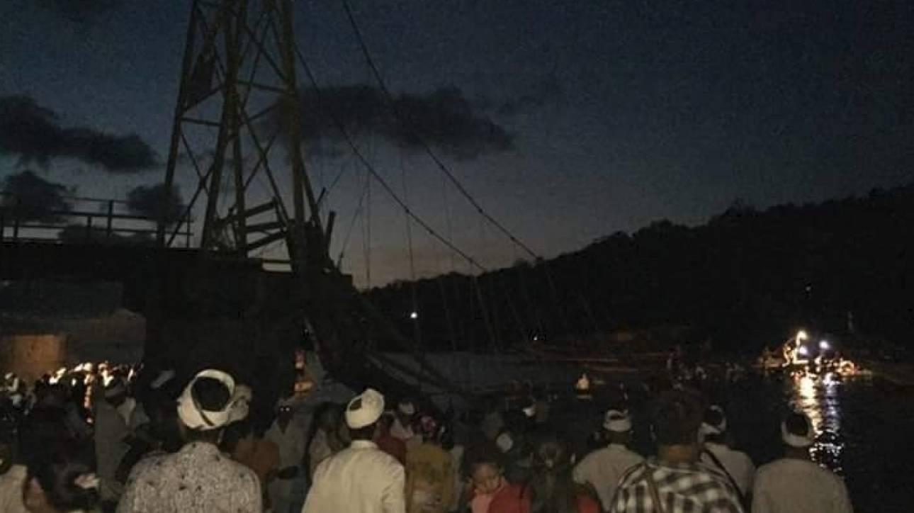 Κατέρρευσε γέφυρα στο Μπαλί κατά τη διάρκεια θρησκευτικής τελετής - 9 νεκροί