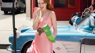 H Έμα Στόουν είναι όλες οι ντίβες του παλιού Χόλιγουντ στη Vogue