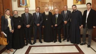 Δώρο ζωής στους οικονομικά ασθενείς από την Πανελλήνια Ένωση Φαρμακοβιομηχανίας και τον Αρχιεπίσκοπο