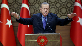 Με επικλήσεις από το οθωμανικό παρελθόν ο Ερντογάν προειδοποιεί τη Δύση για Συρία και Ιράκ