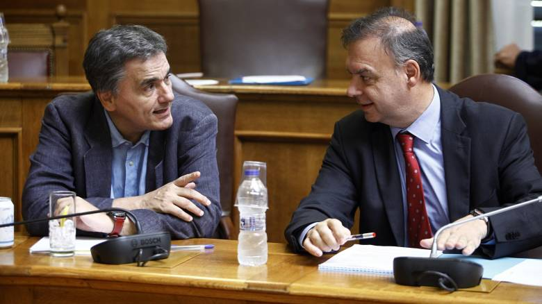 Γραφείο Προϋπολογισμού Βουλής: Οι σκληροί φόροι για το '17 θα φέρουν ύφεση