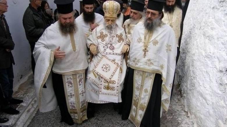 Ιερή παράδοση και όχι υπερβολή η λιτάνευση του σκηνώματος ιεράρχη στη Λαμία