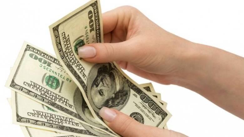 Ο πρόεδρος που παίρνει 700.000 δολάρια το χρόνο και... παραπονιέται