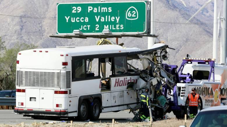 Τουλάχιστον 13 νεκροί σε σύγκρουση τουριστικού λεωφορείου με νταλίκα στην Καλιφόρνια
