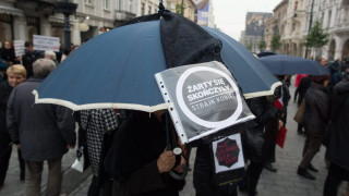 Πολωνία: Γυναίκες φόρεσαν μαύρα για τον νόμο κατά των αμβλώσεων