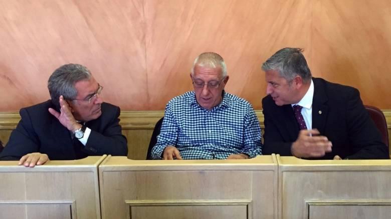 Συζήτηση στο δημοτικό συμβούλιο της Αθήνας για τις επαγγελματικές πινακίδες