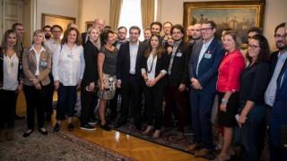 Δημοσιογράφος από τη Σουηδία είχε καρφωμένο το βλέμμα της στον Τσίπρα (pic)