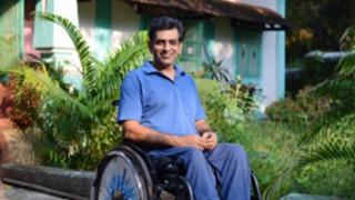 Ινδία: Χτύπησαν άντρα σε αναπηρικό καροτσάκι γιατί δεν σηκώθηκε για τον εθνικό ύμνο
