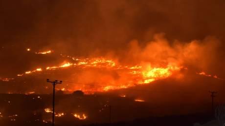 Φωτιά στη Σύρο - Απειλείται κατοικημένη περιοχή