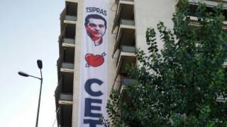 Tsipras loves CETA: Ο ακτιβισμός της Greenpeace στην Κουμουνδούρου (pics)