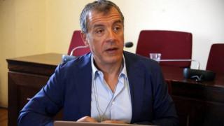Θεοδωράκης: Πολιτική λύση στην τηλεόραση, όχι δικαστική