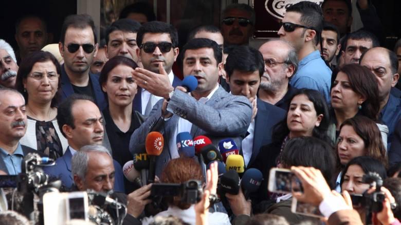 Τουρκία: Ένταση μεταξύ βουλευτών του Ερντογάν και βουλευτών του φιλοκουρδικού HDP
