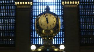 Αλλαγή ώρας: Τα ξημερώματα της Κυριακής γυρίζουμε τα ρολόγια μια ώρα πίσω