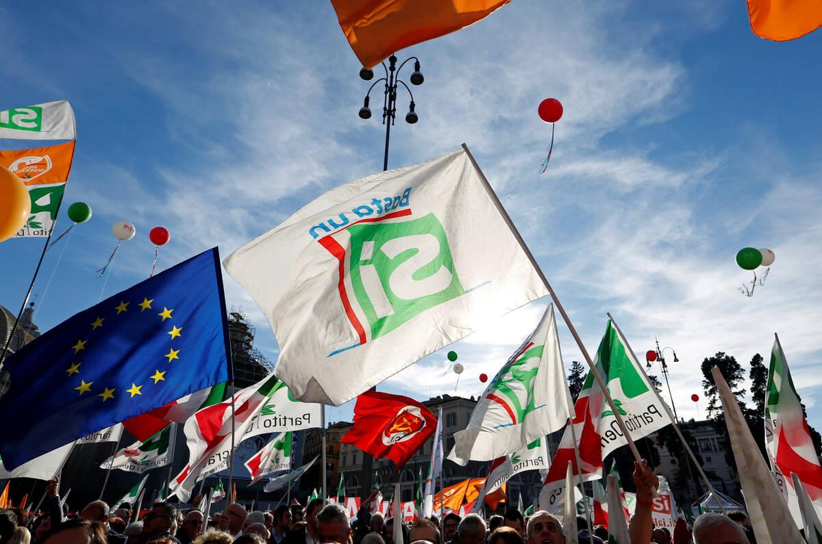 Renzi rally si 2016 10 29T161759Z 172538877 D1BEUJUEJNAB RTRMADP 3 ITALY RENZI RALLY