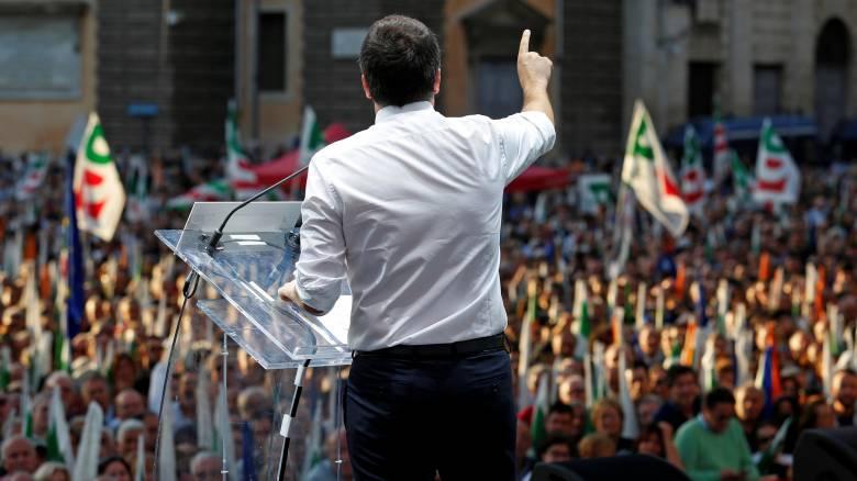 Σε συγκέντρωση υπέρ του «Ναι» στο δημοψήφισμα μίλησε ο Ματέο Ρέντσι