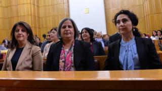 Τουρκία: Άλλες 10.000 απολύσεις στο δημόσιο-Απαγόρευση εξόδου για στέλεχος φιλοκουρδικού κόμματος