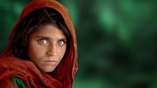 Το «κορίτσι με τα πράσινα μάτια» του National Geographic αποφυλακίζεται με εγγύηση