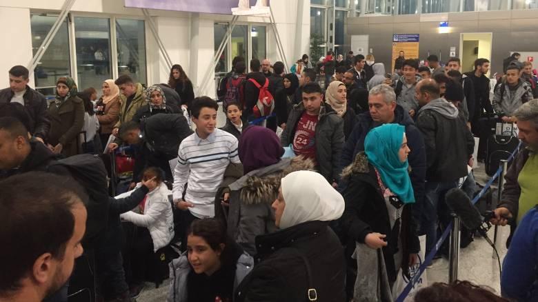 Μετεγκατάσταση προσφύγων: 111 πρόσφυγες αναχωρούν για το Ελσίνκι (vid&pics)