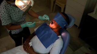 Πώς συνδέεται η επίσκεψη στον οδοντίατρο με την... πνευμονία