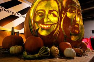 Πρωταγωνιστές στις ενδυμασίες του Halloween στις Ηνωμένες Πολιτείες είναι η Χίλαρι Κλίντον και ο Ντόναλτ Τραμπ.