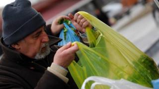 Πόσες πλαστικές σακούλες ξοδεύετε τον χρόνο;