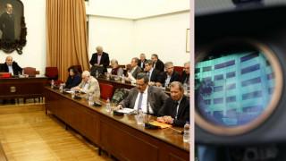 Κυβέρνηση και αντιπολίτευση διασταυρώνουν τα ξίφη τους στη Διάσκεψη για το ΕΣΡ