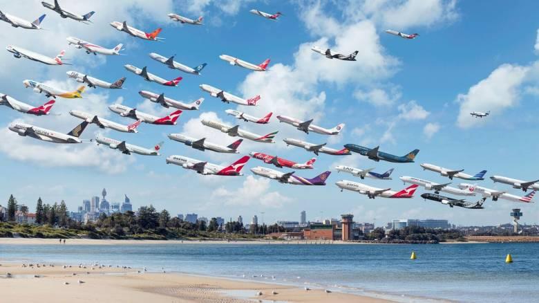 Φωτογράφος αποτυπώνει απογειώσεις αεροπλάνων απ' όλο τον κόσμο σε ενιαία εικόνα (Pics+Vid)