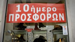 «Μουδιασμένοι» οι καταναλωτές την πρώτη ημέρα των εκπτώσεων