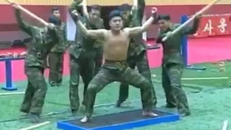 Όσα συμβαίνουν όταν ο Κιμ Γιονγκ Ουν επιθεωρεί μια μονάδα του στρατεύματός του