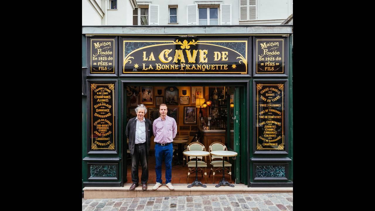 https://cdn.cnngreece.gr/media/news/2016/11/03/53000/photos/snapshot/The-story-behind-these-iconic-parisian-storefronts-5809c9336f8d1__880.jpg